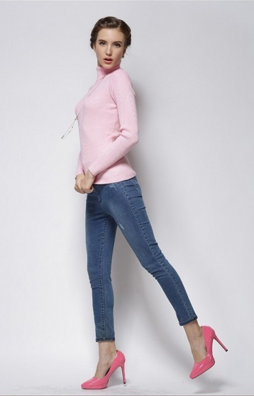 Women's Smooth Cashmere Pink Turtle Neck Sweater 1